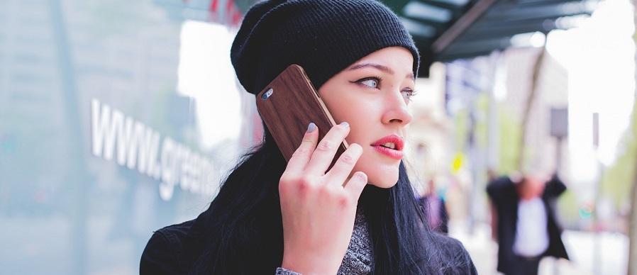 vrouw-telefoon-zucht-onnodig-contact