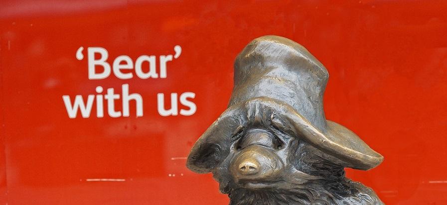 woordgrap-bear-with-us-en-dan-een-beer